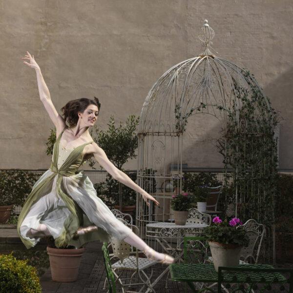 Michael-Brorsen-Dancing-140-x-100